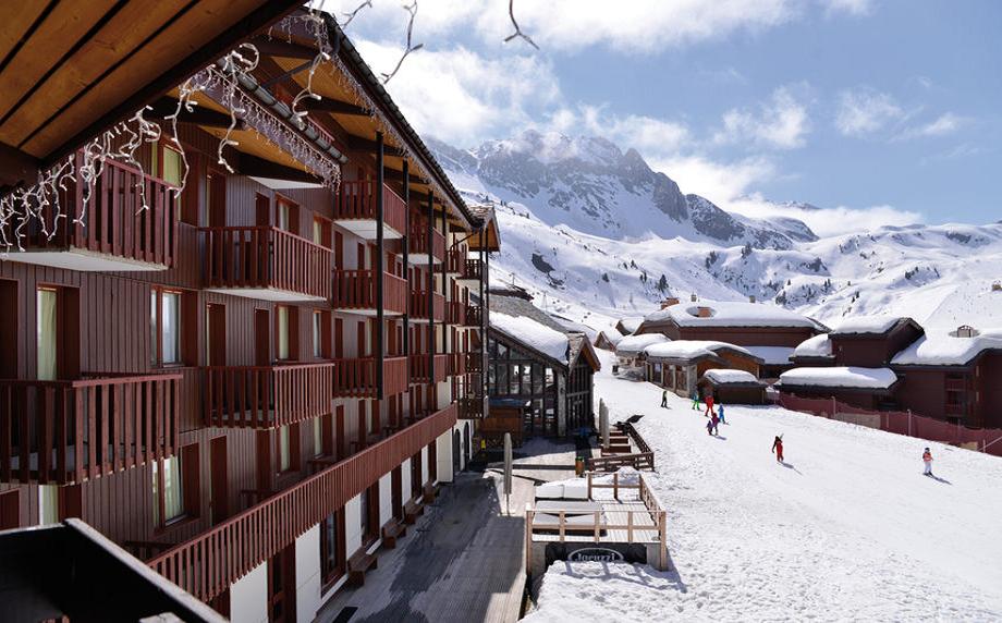 """La """"saison ski"""" vous a manqué en 2021 ? Ne ratez pas l'opportunité de réunir vos collaborateurs cet hiver dans l'une des plus belles stations en séjournant à l'hôtel*** Vacances Bleues Business Belle Plagne"""